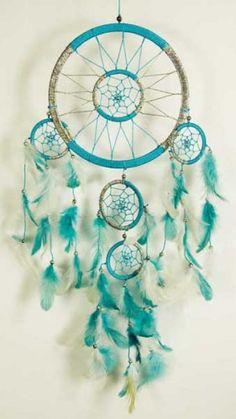attrape-reve-turquoise-et-blanc. Dreams Catcher, Los Dreamcatchers, Dream Catcher Mandala, Craft Projects, Projects To Try, Dream Catcher Mobile, Crochet Dreamcatcher, Diy And Crafts, Arts And Crafts