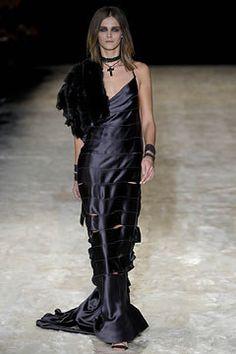 Gucci Fall 2002 Ready-to-Wear Fashion Show - Carmen Kass, Tom Ford