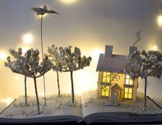Buchen Sie Skulptur - Book Arts - Altered Book - House in einem Feld Papierkunst.