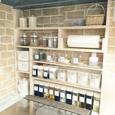 Kitchen Organization, Kitchen Storage, Apartment Essentials, Dream Furniture, Kitchen Must Haves, Vintage Kitchen Decor, Hacks Diy, Bathroom Medicine Cabinet, Home Kitchens