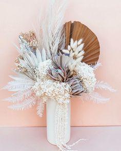 Dried Flower Arrangements, Wedding Arrangements, Wedding Centerpieces, Boquette Flowers, Dried Flowers, Flower Bar, Funky Decor, Forever Flowers, Pink Petals