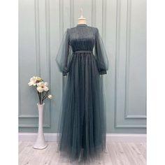 Hijab Evening Dress, Hijab Dress Party, Modest Fashion Hijab, Women's Fashion Dresses, Latest Gown Styles, Cute Long Sleeve Dresses, Velvet Dress Designs, Bridesmaid Skirts, Mode Abaya
