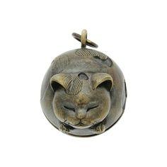 ねむり猫根付(ねむりねこねつけ)  かすう工房(和柄シルバーアクセサリー)wargo