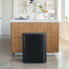 The Brabantia Bo Touch 60 litre recycling bin in Matt Black combines beautiful design with large, practical recycling capacity. Recycling Bins For Home, Diy Recycle, Round Corner, Recycled Materials, Anstatt, Cleaning Wipes, Touch, Interior, Kitchen