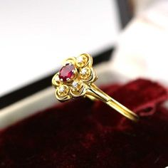 Antique jewelry Daisy ring old solid gold ring 18k gold by OmniEva