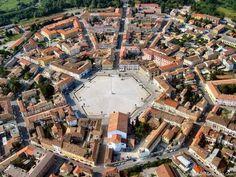 Parece uma cidade comum, até você vê-la do alto