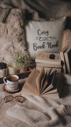 Flat Lay Photography, Book Photography, Autumn Photography, Cozy Aesthetic, Brown Aesthetic, Cozy Apartment, Apartment Ideas, Hygge Book, Feel Good Videos