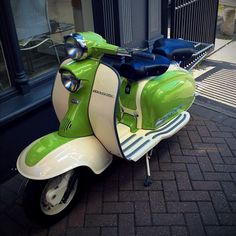 (pinned using #pintag) #lambretta Lambretta Scooter, E Scooter, Pictures Of Scooters, Super Cool Stuff, Cool Motorcycles, Sidecar, Oh The Places You'll Go, Chopper, Automobile
