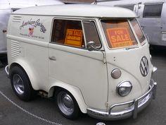 The small Volkswagen Kombi's Volkswagen Routan, Vw T1, Volkswagen Transporter, Short Bus, Combi Vw, Vw Vintage, Mini Bus, Cool Vans, Busse