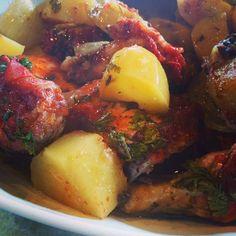 Vi essa receita de frango à moda camponesa no Kitchens Boss de Buddy Valastro, simples e apetitosa. Testei e deu super certo. Não tem segredo. É bem fácil.
