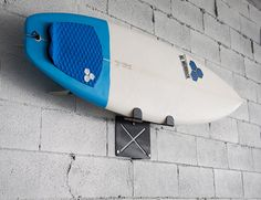 El Gringo – Wall Mounted Surfboard Rack - http://www.differentdesign.it/2013/10/09/el-gringo-wall-mounted-surfboard-rack/