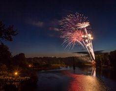 4th of July fireworks over the Willamette river in Albany, Oregon. ASHDR Photography, Albany, Oregon - ASHDR Blog