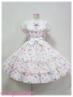 Sugar Hearts OP Angelic Pretty. LOVE this print in all the colors, but I love the white best <3