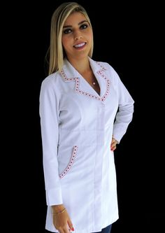 Jaleco Feminino Acinturado Gabardine Com Gorgurão - 028GORCORV Nursing Clothes, Nursing Dress, White Coat Outfit, Blouse Nylon, Doctor Coat, Nylons, Scrubs Uniform, Lab Coats, Work Shirts