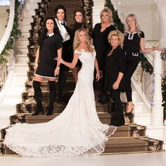 Het team van specialisten wat tijdens de afleveringen van 'Say Yes to the Dress' Benelux vanuit Koonings The Wedding Palace de bruiden gaat helpen bestaat uit: Ramona Poels, Tove Marié Irehag, Romy Goossens, Manuela Aldenzee, Monique Beems, Natasja Poels en Ineke Ploegmakers. www.koonings.com/over-koonings/say-yes-to-the-dress-benelux