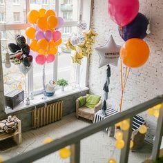 А вы знаете, что мы продаем не только большие воздушные шары, но и стандартные шарики? Что их можно заказать в подарок, на выписку из роддома, на детский день рождения или девичник?  А что мы можем оформить весь ваш праздник? Можем сделать фотозону, оформ