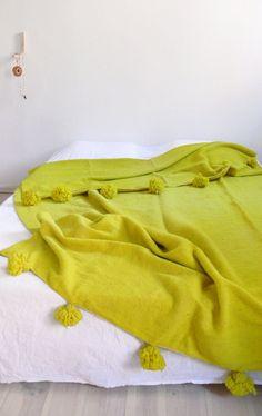 Large Moroccan POM POM Wool Blanket  Green por lacasadecoto en Etsy, €148.00