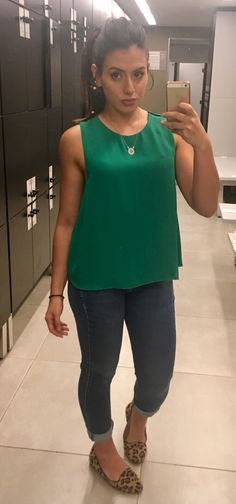 Blusa verde zara, calça jeans escura zara, sapatilha de onça, rabo de cavalo, look do dia , outfit
