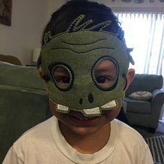Kids Cat Mask - Felt Mask - Kitty - White , Black - Costume - Dress Up - Halloween - Pretend Play Halloween Party Costumes, Up Halloween, Preschool Games, Toddler Preschool, Masquerade Mask Template, Cute Koala Bear, Felt Kids, Bear Mask, Kid Cupcakes