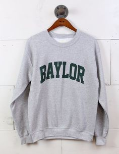 This Baylor sweatshirt is perfect for tailgating before the big game. Sweatshirt Refashion, Sweatshirt Outfit, University Outfit, Baylor University, Fall College Outfits, Preppy College, College Wear, College Hoodies, Toddler Girls