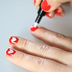 Fun and easy Valentines Day nail tutorial