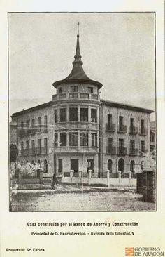 Casa construida por el Banco de Ahorro y Construcción, propiedad de Pedro Arregui en la Avenida de la Libertad (Huesca)