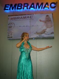 Apresentadora Mariane.
