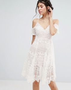 Buy Love Triangle Lace Cold Shoulder Midi Dress at ASOS. Get the latest trends with ASOS now. Day Dresses, Casual Dresses, Girls Dresses, Prom Dresses, White Midi Dress, Lace Dress, Lace Bodice, Outfits Fiesta, Robes Midi