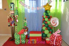 Christmas Balloon tree and present decorations #christmas #balloon