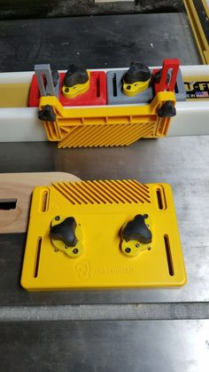 I wanted to mount a featherboard on my tablesaw fence. The commercially-available Magswitch bases are way too wide for that, so I made this mini vers Useful 3d Prints, Shop Dust Collection, 3d Printing Diy, 3d Printed Objects, 3d Printer Projects, 3d Laser, 3d Design, Creations, Workshop