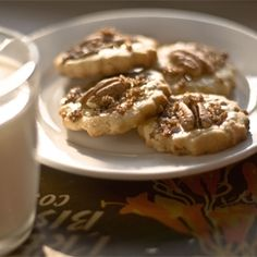 A winning combination of pecan nuts, maple syrup and buttery shortbread. So delicious.