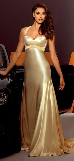 45 Stunning Colorful & Decent Evening Dresses - Fashion Diva Design  brown/dark red lip  soft jewelrry  hair like that