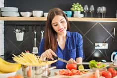 Young woman cutting vegetables using knife and cooking board. Nutrition, C'est Bon, Vegan Gluten Free, Vegetables, Cooking, Vegan Lifestyle, Good Habits, Loosing Weight, Healthy