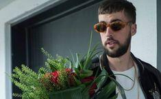Fugueuse: L'acteur qui joue Damien victime de messages haineux sur son compte personnel.. Jouer, Pilot, Aviation, Mens Sunglasses, Messages, Baby Born, Life, Man Sunglasses, Air Ride