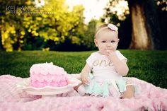 One Year Old Cake Smash | Photography Inspiration | Cake Smash Ideas | Keli Anderson Photography | Utah Family Photography | Outdoor Cake Smash Ideas
