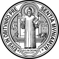 """REVERSO da MEDALHA DE SÃO BENTO: São Bento segura na mão direita a Cruz, na outra, o livro da Regra que escreveu para os seus monges. Ao redor do Santo lê-se a seguinte jaculatória ou prece: EIUS - IN - OBITU - NRO - PRAESENTIA - MUNIAMUR - """"Sejamos confortados pela presença de São Bento na hora de nossa morte"""".  É representado também a imagem de um cálice do qual sai uma serpente e um corvo com um pedaço de pão no bico, lembrando as duas tentativas de envenenamento, das quais São Bento…"""