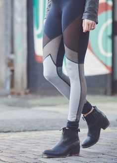 Take your leggings out of the studio with new season leggings. Featuring mesh panels and geometric lines discover this 2-in-1 style must-have.