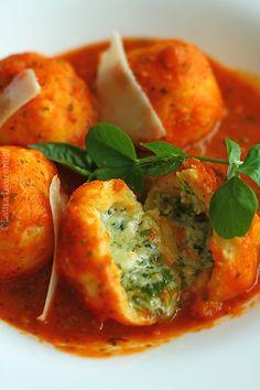 galuste cu branza si sos de rosii sectiune1 Baby Food Recipes, Vegan Recipes, Dinner For 2, Good Food, Yummy Food, Romanian Food, Vegan Vegetarian, Vegan Food, Food Videos