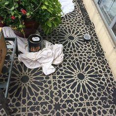 40 Stunning Painted Floor Tiles For Patio Decor Ideas Moderne Einrichtung Concrete Patios, Painted Patio Concrete, Stenciled Concrete Floor, Patio Tiles, Outdoor Flooring, Balcony Tiles, Balcony Flooring, Outdoor Tiles Patio, Painting Tile Floors