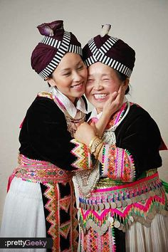 Loving Hmong Mother & Daughter