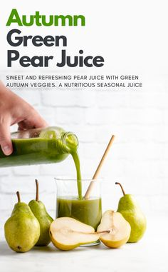 How to make a sweet and refreshing pear juice with fresh autumn veggies. A nutritious fall drink recipe! Juice Cleanse Recipes, Detox Smoothie Recipes, Detox Juice Cleanse, Weight Loss Smoothie Recipes, Detox Juices, Detox Recipes, Detox Drinks, Juicer Recipes, Smoothie Cleanse