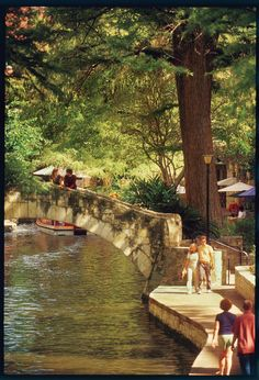 San Antonio, Texas {Weekend Itinerary by Living} Texas Vacations, Dream Vacations, Places To Travel, Places To See, Travel Destinations, Fall City, San Antonio Riverwalk, Visit Texas, Texas Travel