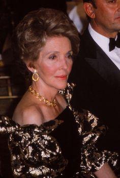 Nancy Reagan's Fashion Style at Her Wedding Smart Women, Great Women, Amazing Women, First Lady Of Usa, President Ronald Reagan, 40th President, Betty Ford, American First Ladies, Nancy Reagan