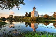 You simply cannot miss the Church of the Intercession on the Nerl, if only to get a typical Russian postcard view. Sit back, relax and enjoy!