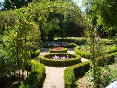George_Sand_Garden_Trellis.jpg (640×480)