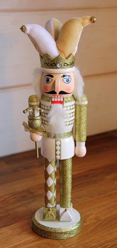 Vintage Glitter Nutcrackers / Court Jester By Foo Foo La La - Nutcracker Christmas, Christmas Holidays, Christmas Crafts, Christmas Decorations, Xmas, Christmas Ornaments, Holiday Decor, German Christmas Pyramid, Pine Tree Painting