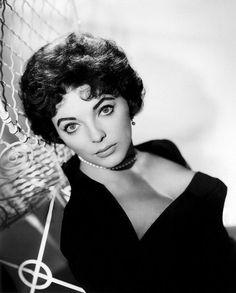 My name is Sylvie I am French, I live in Normandy in France and I welcome you ♥ Hollywood Or Bust, Vintage Hollywood, Classic Hollywood, Classic Actresses, English Actresses, British Actresses, Dame Joan Collins, Jackie Collins, Barbara Bouchet