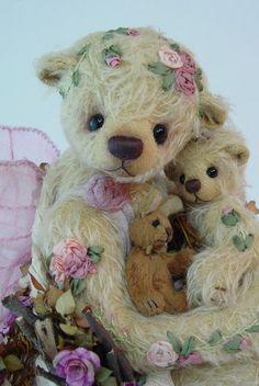 ♥•✿•♥•✿ڿڰۣ•♥•✿•♥  What a pretty little bear....  ♥•✿•♥•✿ڿڰۣ•♥•✿•♥ Very delicate looking <3