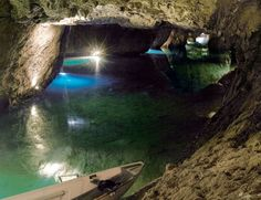 The Secret Montreal Cave You Can Visit And Explore With Your Friends Montreal, Europe, Switzerland, The Secret, Places To Go, Canada, Island, Explore, Viajes