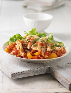 A gorgeous honey and orange sauce coats crisp peppers and tender chicken in this easy five ingredient Chicken with Peppers Stir Fry recipe. Stir Fry Recipes, Quick Recipes, Cooking Recipes, Meat Recipes, Chicken Flavors, Healthy Chicken Recipes, Dinner Dishes, Dinner Recipes, Dinner Ideas